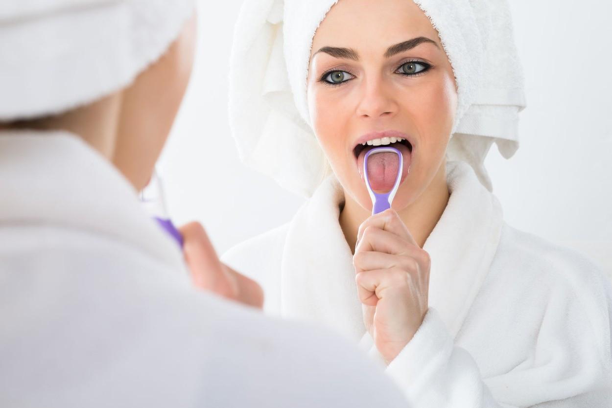استفاده از زبان شور برای تمیز کردن دهان